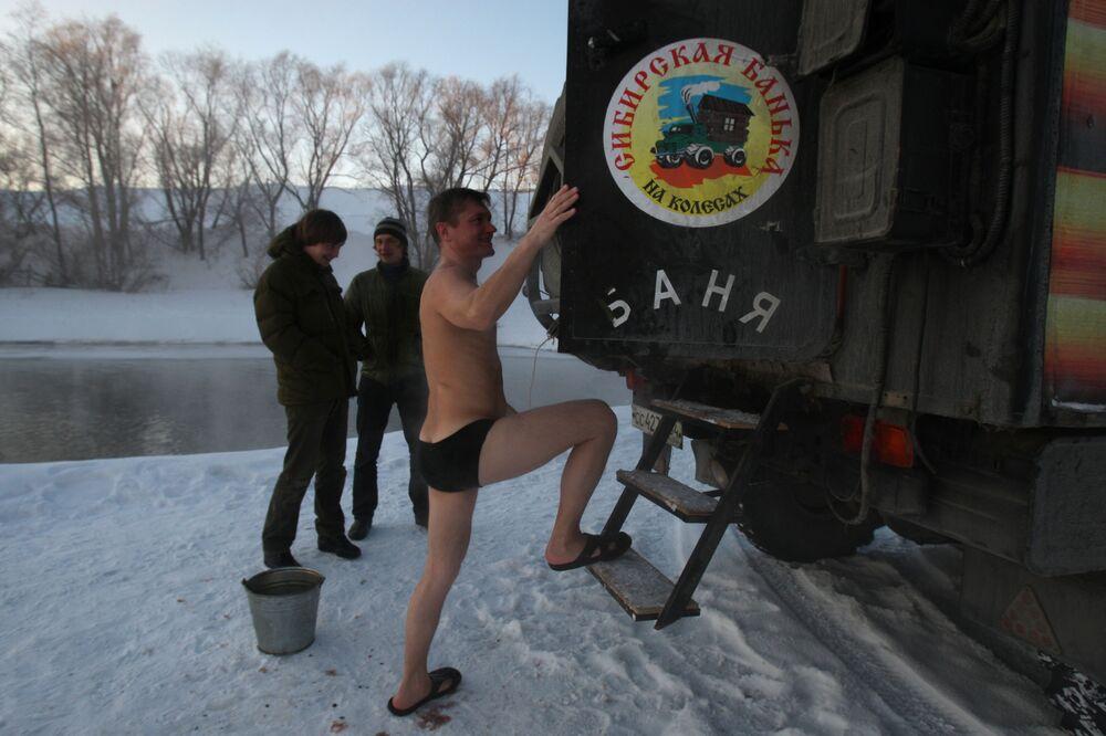 الحمام السيبيري في نهر أوب، سيبيريا