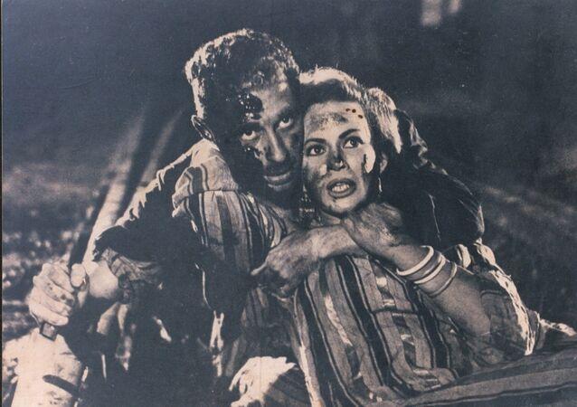 مشهد من الفيلم المصري باب الحديد