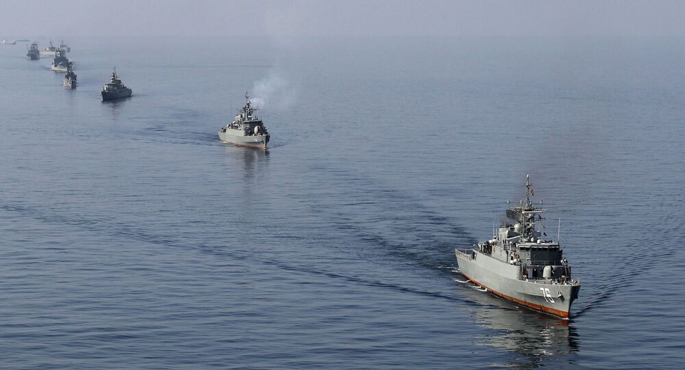 السفن الحربية الإيرانية في مضيق هرمز