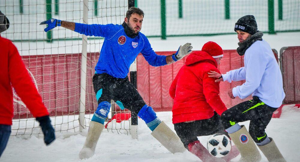 مباراة كرة قدم بين صحفين و طلاب أجانب