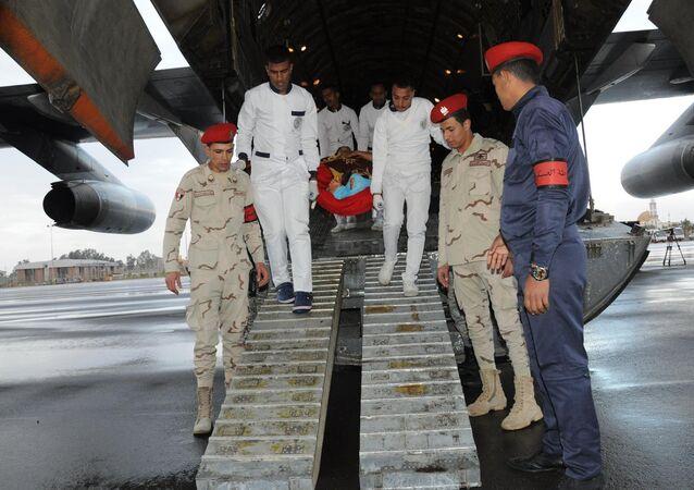 أحد مصابي العمليات الإرهابية في بنغازي لدى وصوله مصر