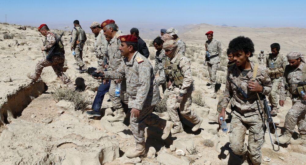 جنود من الجيش اليمني فوق أحد الجبال، خلال المواجهات مع أنصار الله، 27 يناير/ كانون الثاني 2018