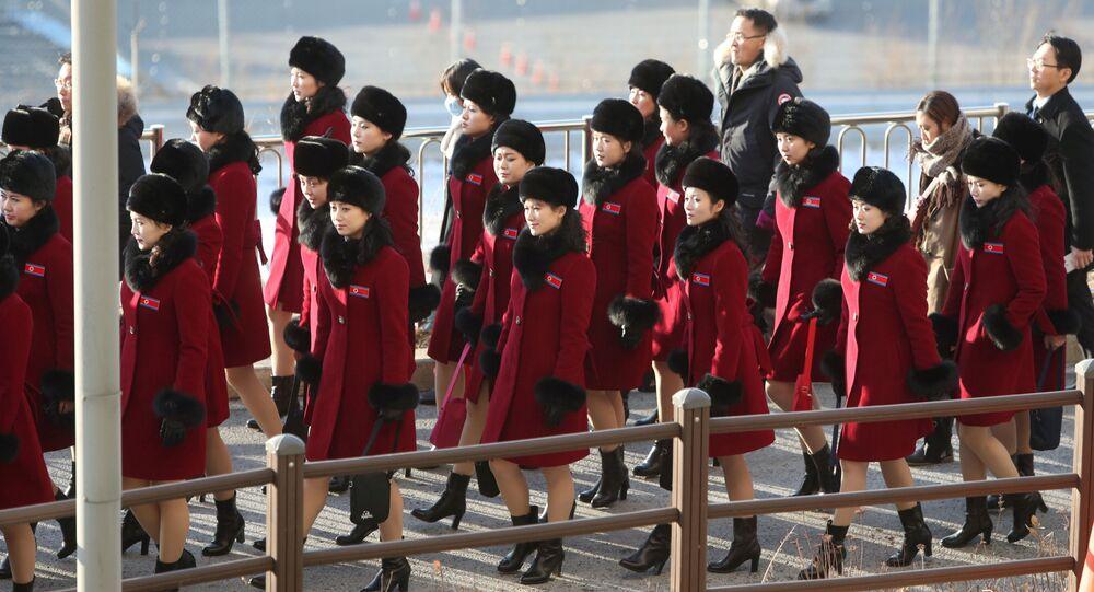 فريق التشجيع الكوري الشمالي يتوجه إلى أولمبياد كوريا الجنوبية في باجو، 7 فبراير/ شباط 2018
