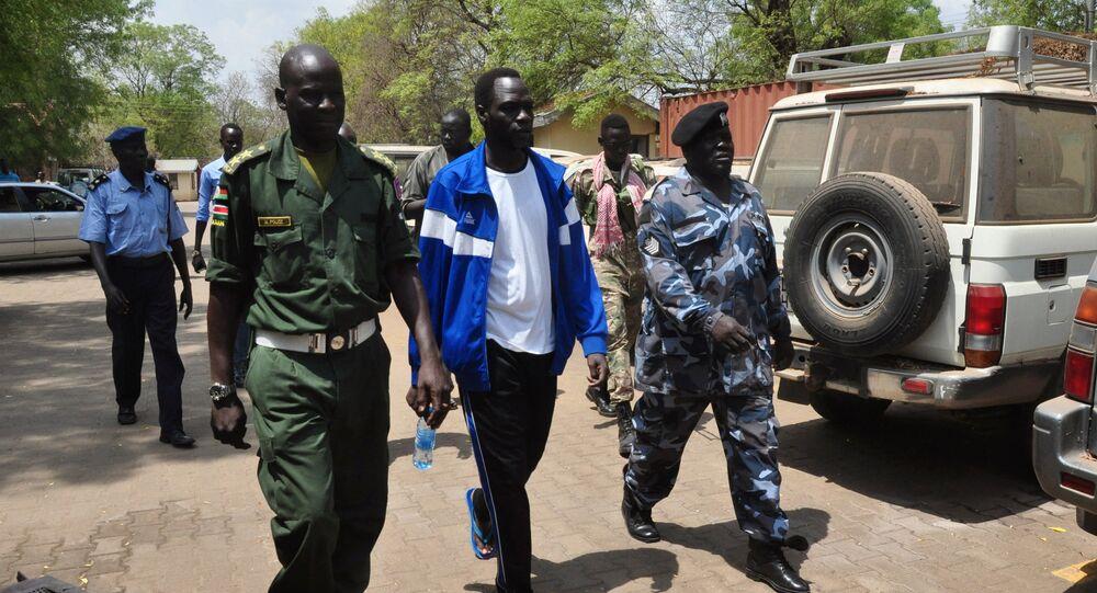 جيمس غاتديت داك الناطق السابق باسم زعيم المتمردين ريك مشار إلى المحكمة العليا في جوبا