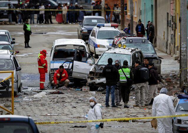 الشرطة تتفقد موقع الحدث بعد الإنفجار في أورورو، بوليفيا 14 فبراير/ شباط 2018