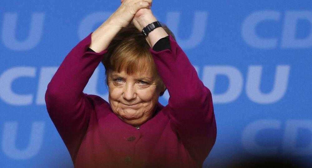 المستشارة الألمانية أنجيلا ميركل بعد جلسة اجتماع للجزب الديموقراطي المسيحي في برين، ألمانيا 26 فبراير/ شباط 2018