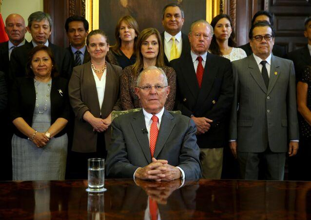 رئيس بيرو يعلن استقالته