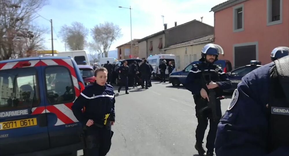 الشرطة الفرنسية في مكان الحادث بمدينة تريب جونبي البلاد