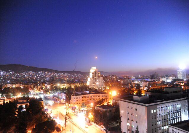 دمشق أثناء تعرضها لقصف من التحالف الثلاثي