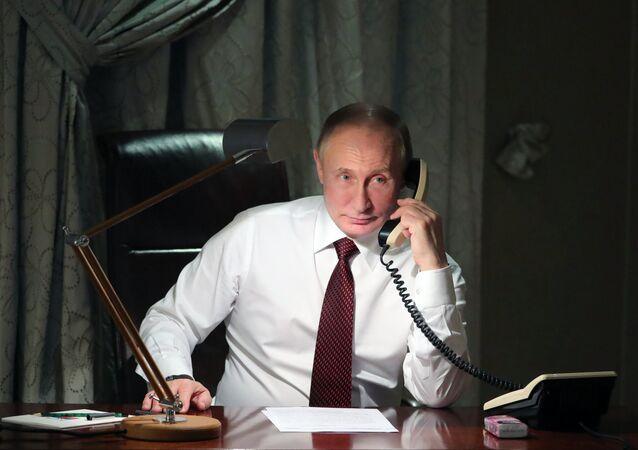 الرئيس الروسي فلاديمير بوتين يجري اتصالا هاتفيا