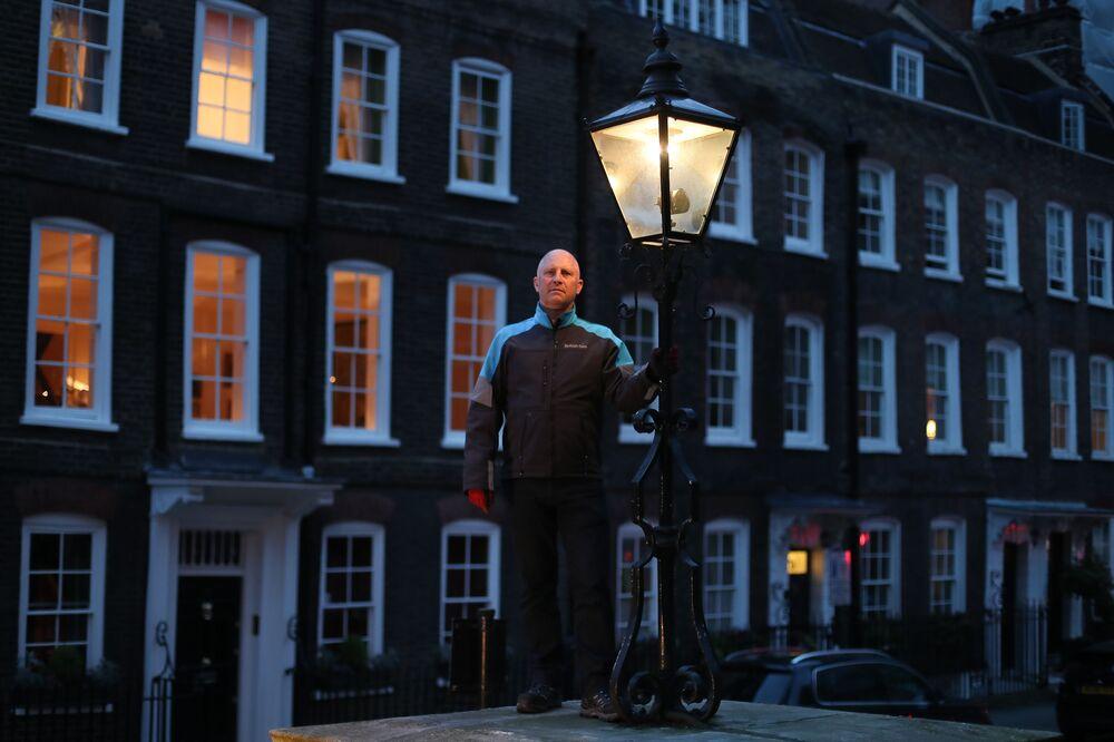 إيان بيل - مثبت مصابيح الغاز في وسط لندن، إنجلترا 24 أبريل/ نيسان 2018