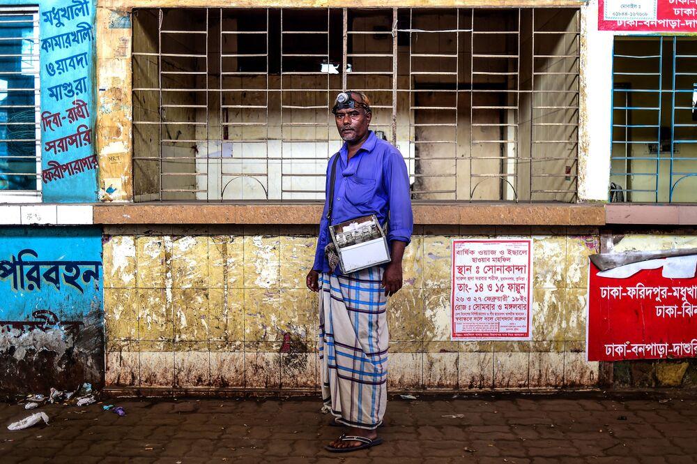 محمد جوينال - وهو منظف للأذن من بنغلادش، 24 أبريل/ نيسان 2018.
