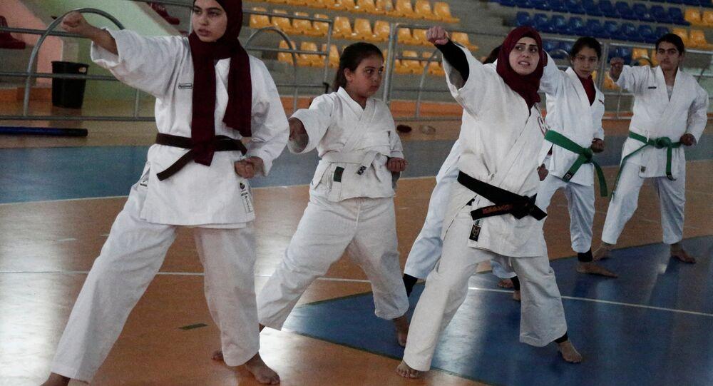 كاراتيه.. مدربة فلسطينية في الضفة الغربية