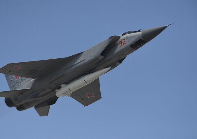 المقاتلة ميغ-31 حاملة لصاروخ كينجال الأسرع من الصوت
