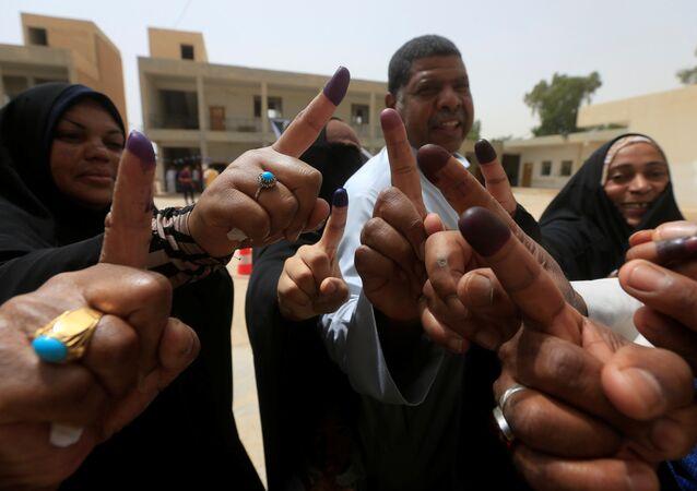 العراق.. مواطنون يدلون بأصواتهم في الانتخابات البرلمانية العراقية بمدينة النجف
