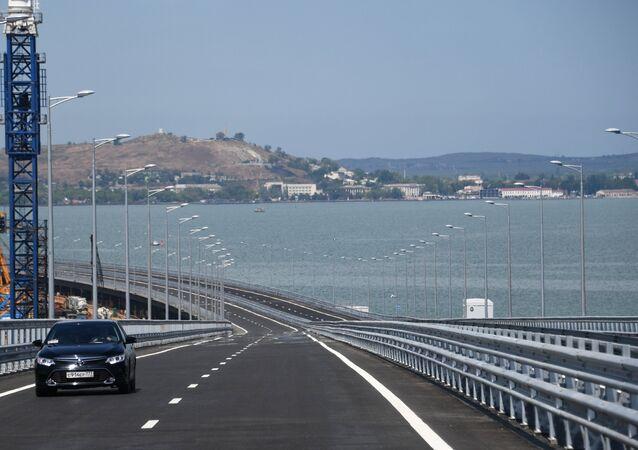 افتتاح جسر القرم، ممر للسيارات