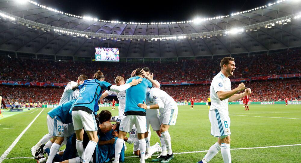 فريق ريال مدريد الإسباني بعد فوزه بكأس نهائي دوري أبطال أوروبا على فريق ليفربول الإنجليزي، في أوكرانيا، 26 مايو/أيار 2018