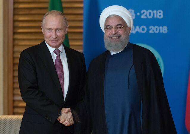 الرئيس الروسي فلاديمير بوتين ونظيره الإيراني حسن روحاني في قمة شنغهاي للتعاون (9 يونيو/حزيران 2018)