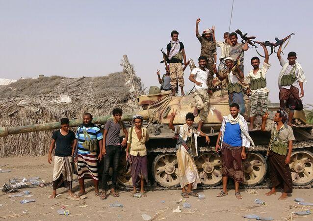 قوات تابعة للجيش اليمني بالقرب من الحديدة