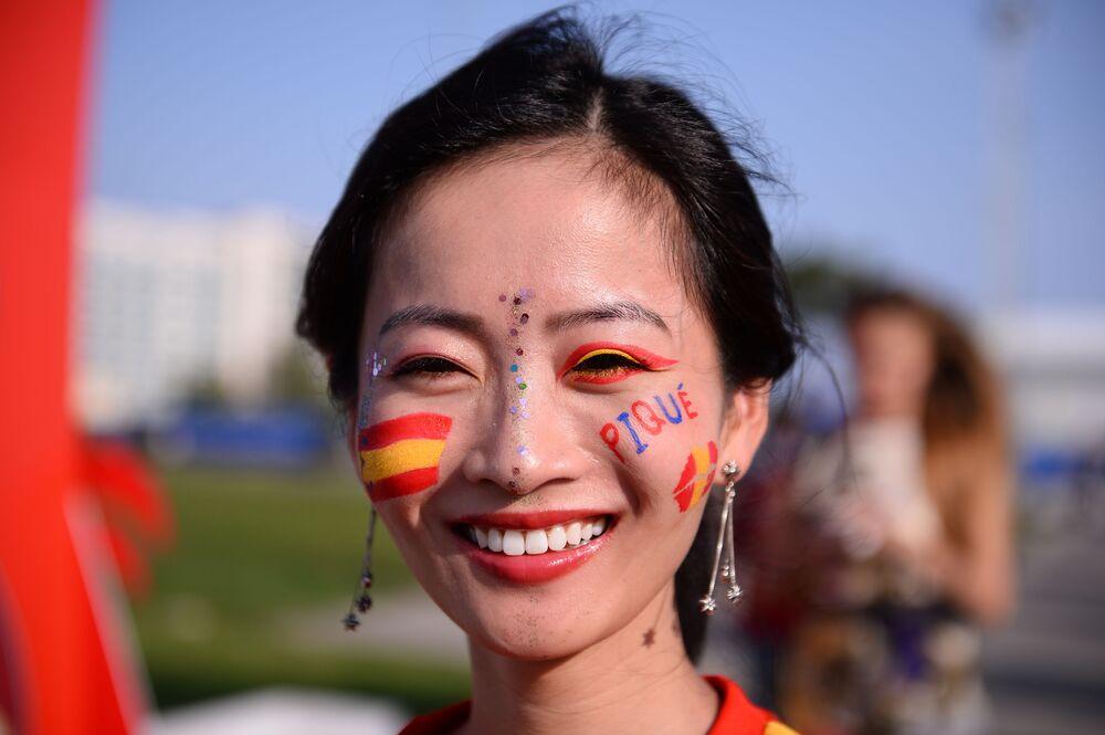 قدمت من أسبانيا لتشجع منتخب بلادها