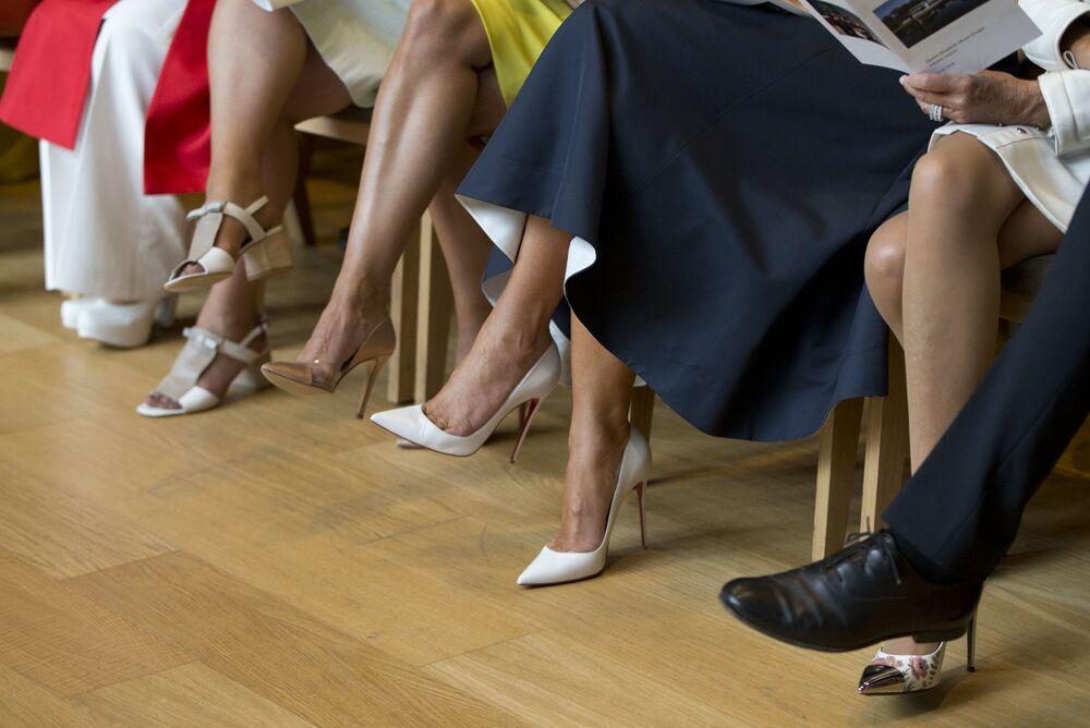 زوجات قادة دول الناتو في واترلو، بلجيكا