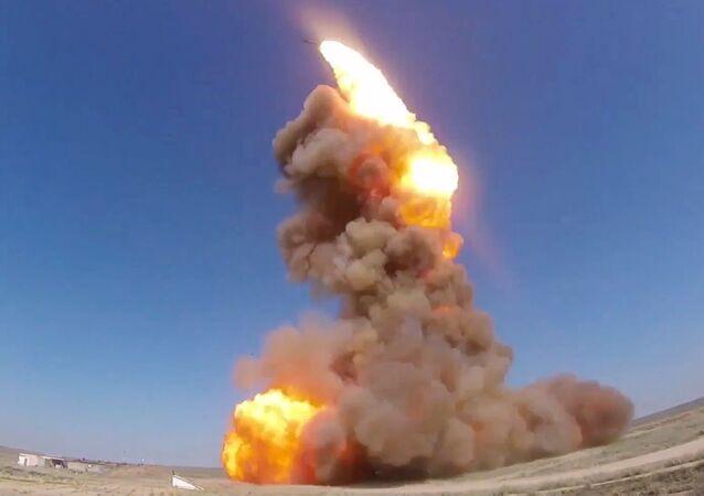قوات الدفاع الجوي الروسية تختبر أحدث نظام روسي مضاد للصواريخ في حقل التدريب ساري شاغان في كازاخستان بنجاح