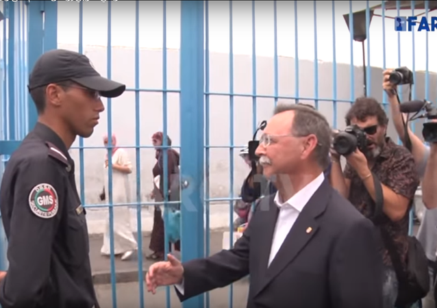 مسؤول إسباني يتعرض لموقف محرج بعدما رفض جندي حدود مغربي مصافحته