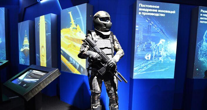 روبوت الهيكل الخارجي القتالي الروسي