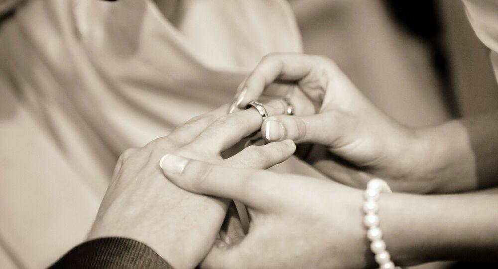فنانة كويتية تزوجت 5 مرات تعلن عن خطوبتها بعد زواج دام شهر واحد