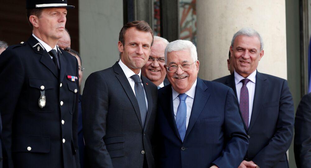 الرئيس الفرنسي، إيمانويل ماكرون،  مع رئيس السلطة الفلسطينية، محمود عباس