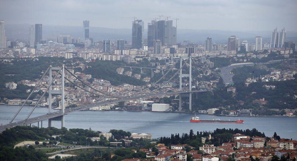 مشهد يطل على جسر البوسفور في اسطنبول، تركيا (صور أرشيفية)