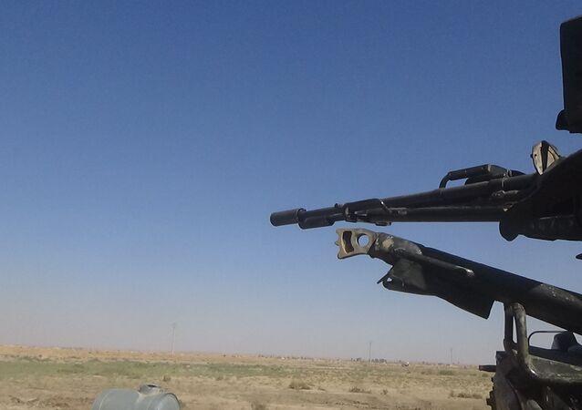 الجيش السوري منتشر بالقرب من هجين في ريف دير الزور