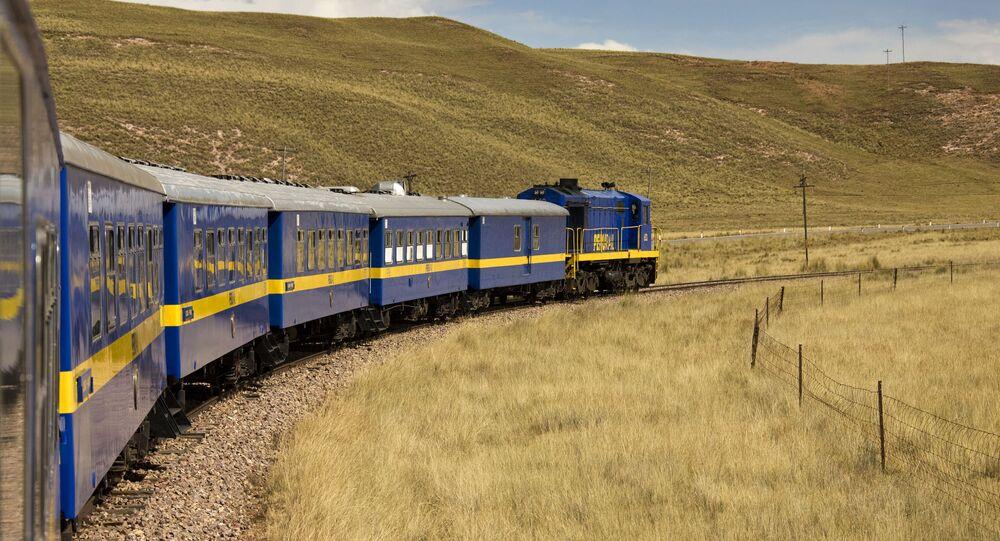 قطار بيرورايل في بيرو