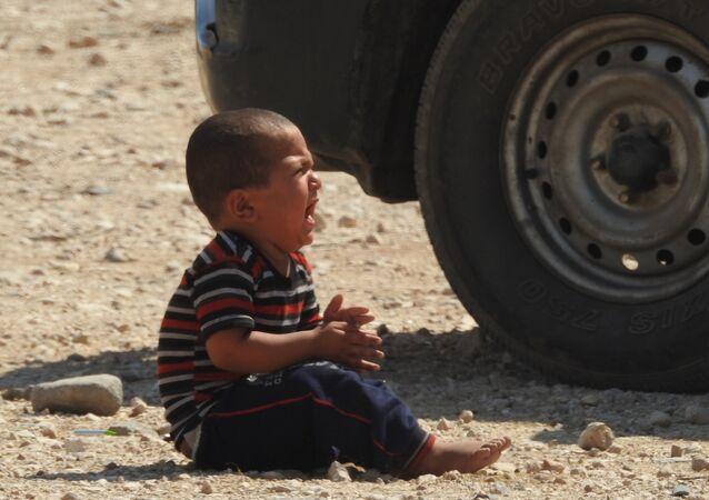 طفل سوري يبكي .. إحدى نتائج الحرب الإرهابية على سوريا