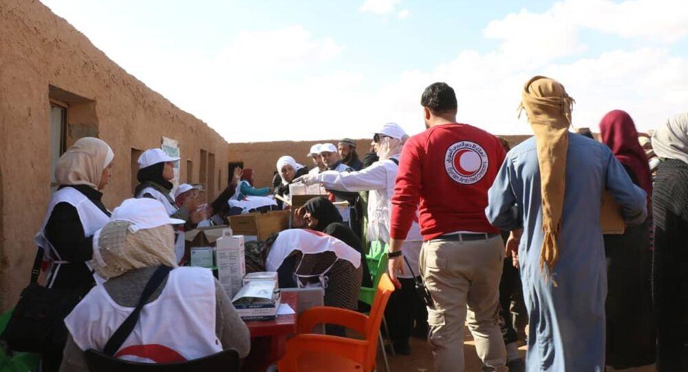 بعد وصولهم بحماية روسية.. فرق الهلال الأحمر السوري تبدأ تلقيح أطفال مخيم الركبان