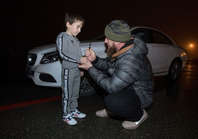 الطفل الشيشاني، رحيم كورييف، من قرية دوبا-يورت الشيشانية قام بـ4105 تمرين ضغط دون انقطاع بوقت قدره ساعتين و25 دقيقة