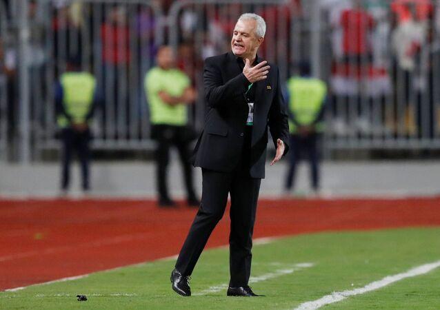 خافيير أغيري مدرب منتخب مصر خلال مباراة تونس