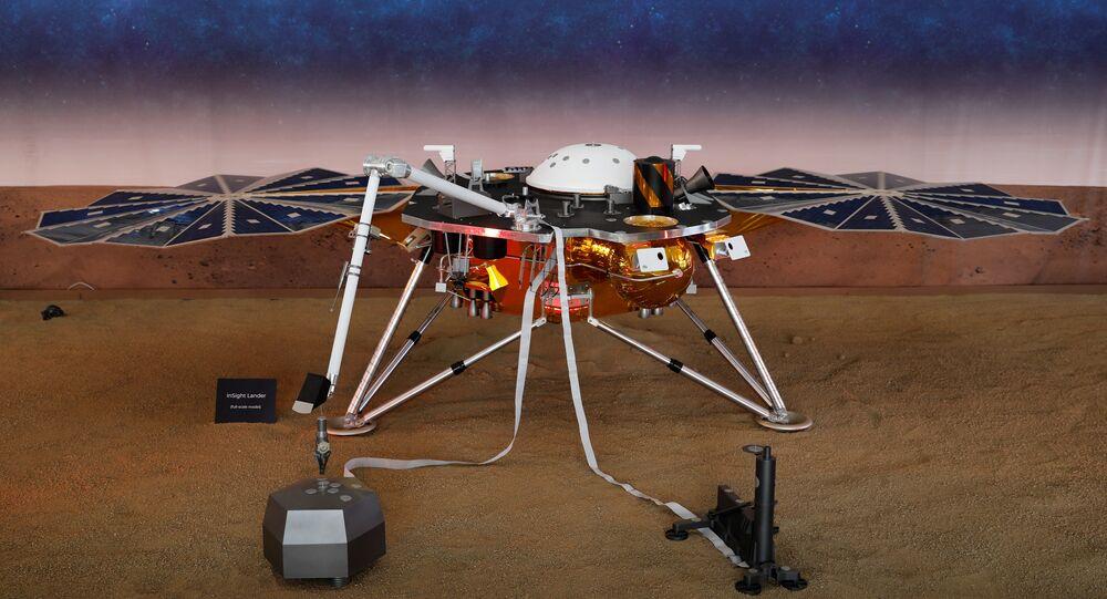 نموذج لمسبار ناسا الآلي إنسايت