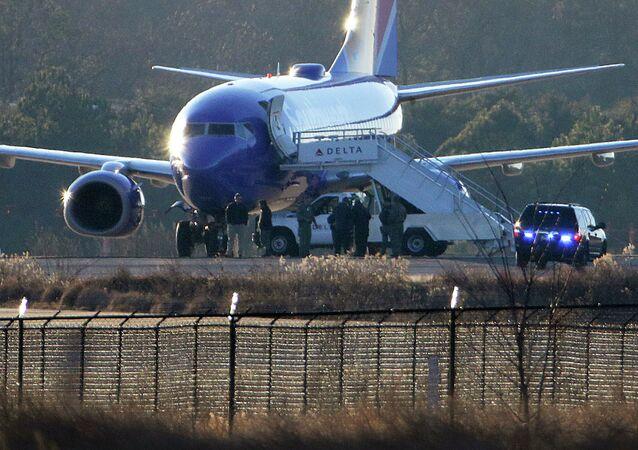 طائرة ركاب تابعة لشركة الطيران Southwest Airlines في الولايات المتحدة تنزلق عن المدرج