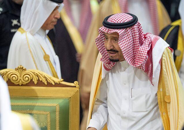 العاهل السعودي الملك سلمان بن عبد العزيز خلال القمة الخليجية في الرياض