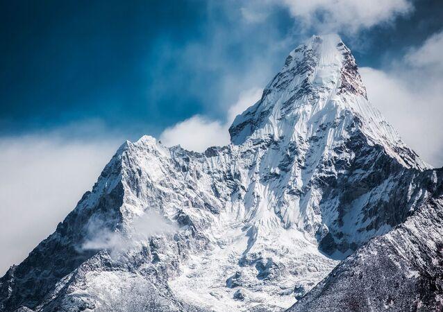 قمة جبل أما دابلام في الهملايا