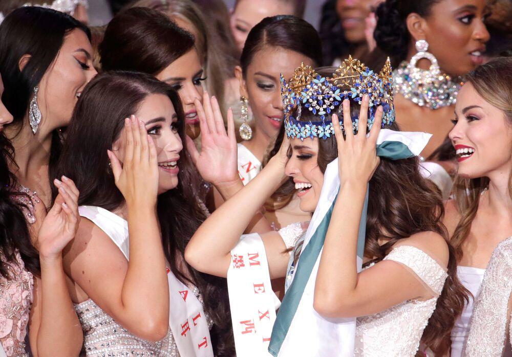 فازت المكسيكية فانيسا بونز دي ليون بمسابقة ملكة جمال العالم 2018، حيث أقيمت المسابقة في جزيرة هاينان الصينية
