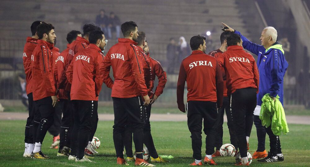 المنتخب السوري لكرة القدم مع مدربة الألماني  بيرند شتانغه