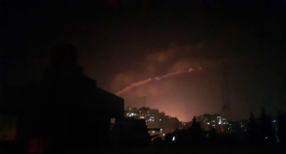 الدفاعات الجوية السورية تتصدى لأجسام معادية جنوب غرب دمشق
