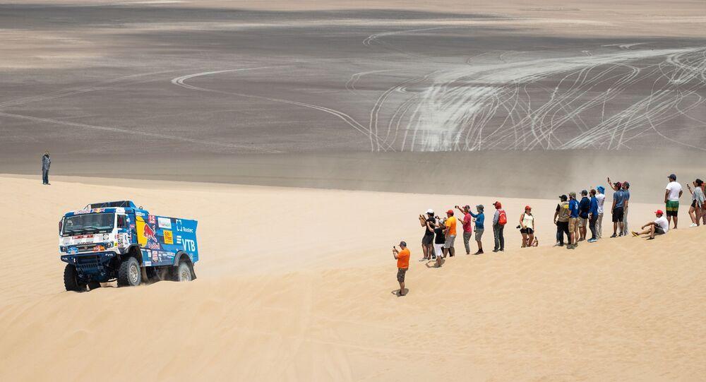 فريق روسيا كاماز-ماستير المشارك في سباق رالي داكار 2019 في بيرو، في فئة قيادة الشاحنات بين بيسكو و سان خوان دي ماركونا، وسائقي الفريق: دميتري سوتنيكوف، ودميتري نيكيتين، وإلنور موستافين