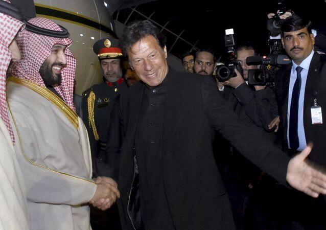 رئيس الحكومة الباكستانية عمران خان يستقبل ولي العهد السعودي الأمير محمد بن سلمان
