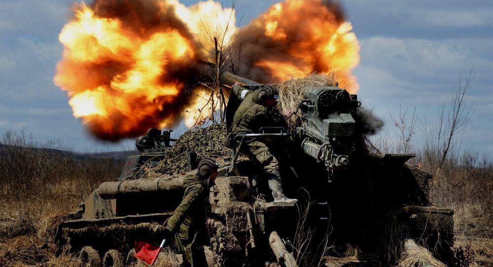 مدفعية ذاتية الدفع غياتسينت (2 إس 5) أثناء التدريبات التكتيكية في إطار المناورات لجيش السلاح المشترك الخامس للمنطقة العسكرية الشرقية لروسيا فيمنطقة  بريمورسكي ، عام 2016