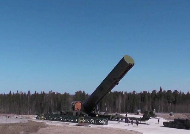 اختبار صاروخ سارمات