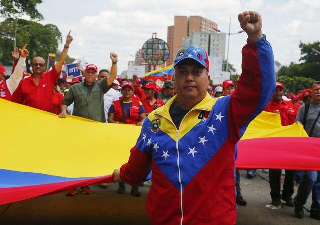 مسيرة لدعم الرئيس الشرعي نيكولاس مادورو لفنزويلا في كراكاس