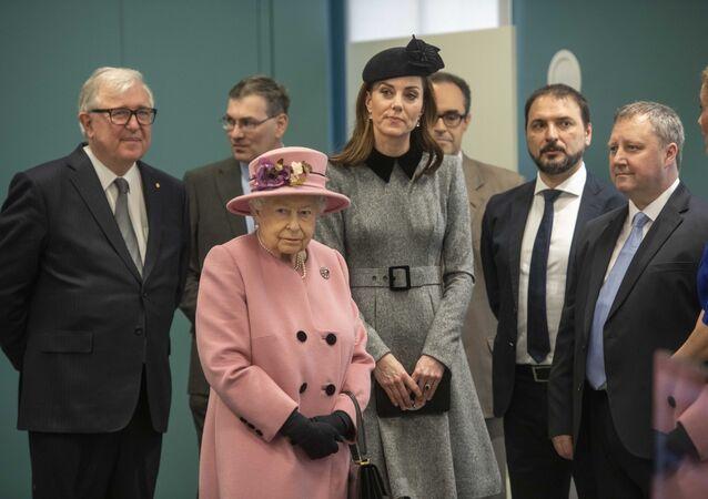 كيت ميدلتون مع الملكة إليزابيث